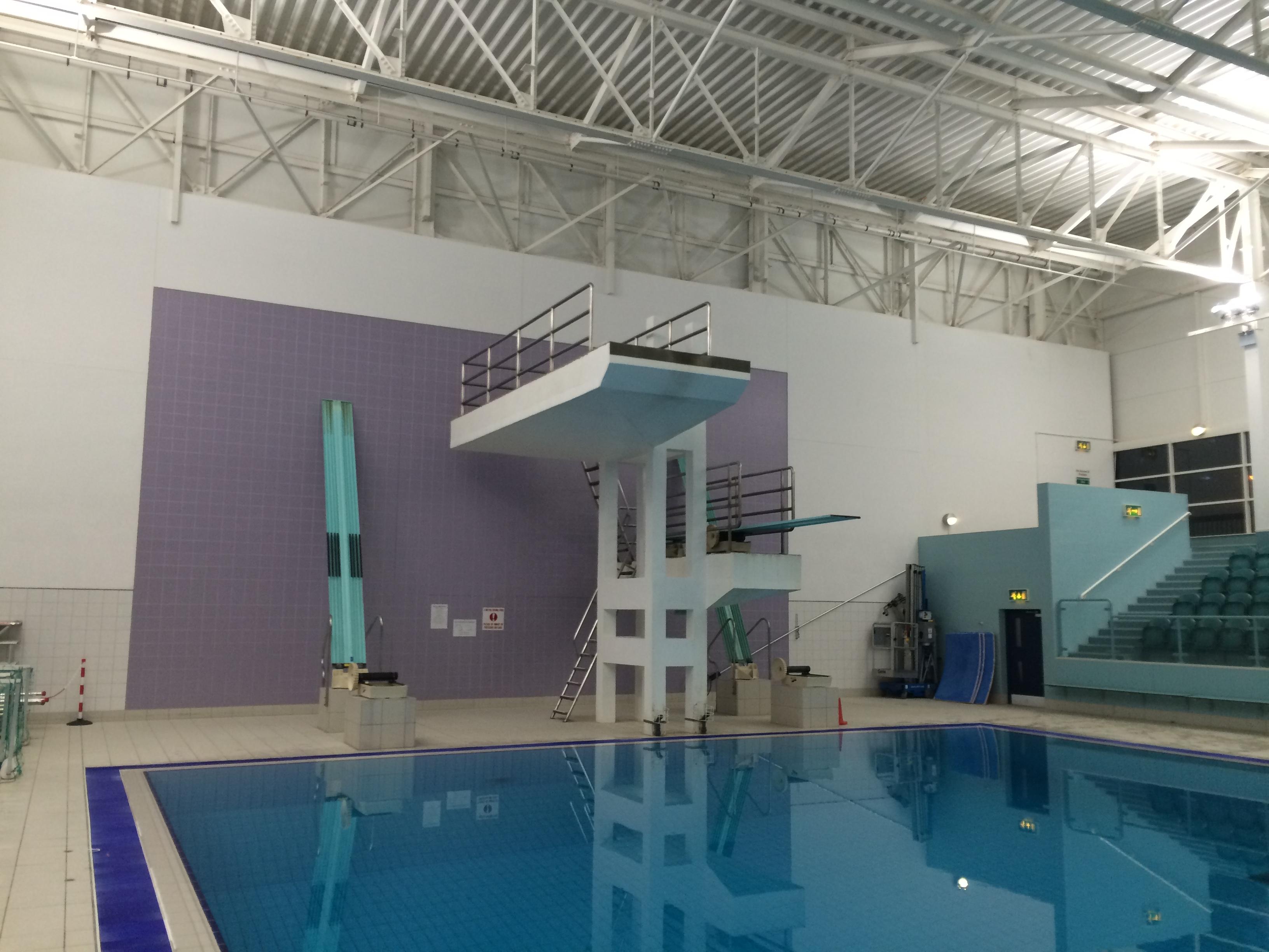 Swimming pool installation cheltenham total lighting for Swimming pool installation
